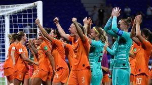 Las jugadoras de la selección de Holanda celebran su pase a la final en Lyon (Francia).
