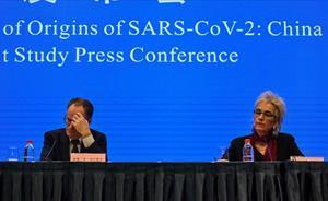 La OMS asegura que es extremadamente improbable que el coronavirus se originase en un laboratorio. En la foto, Peter Ben Embarek y Marion Koopmans en la rueda de prensade presentación de resultados.