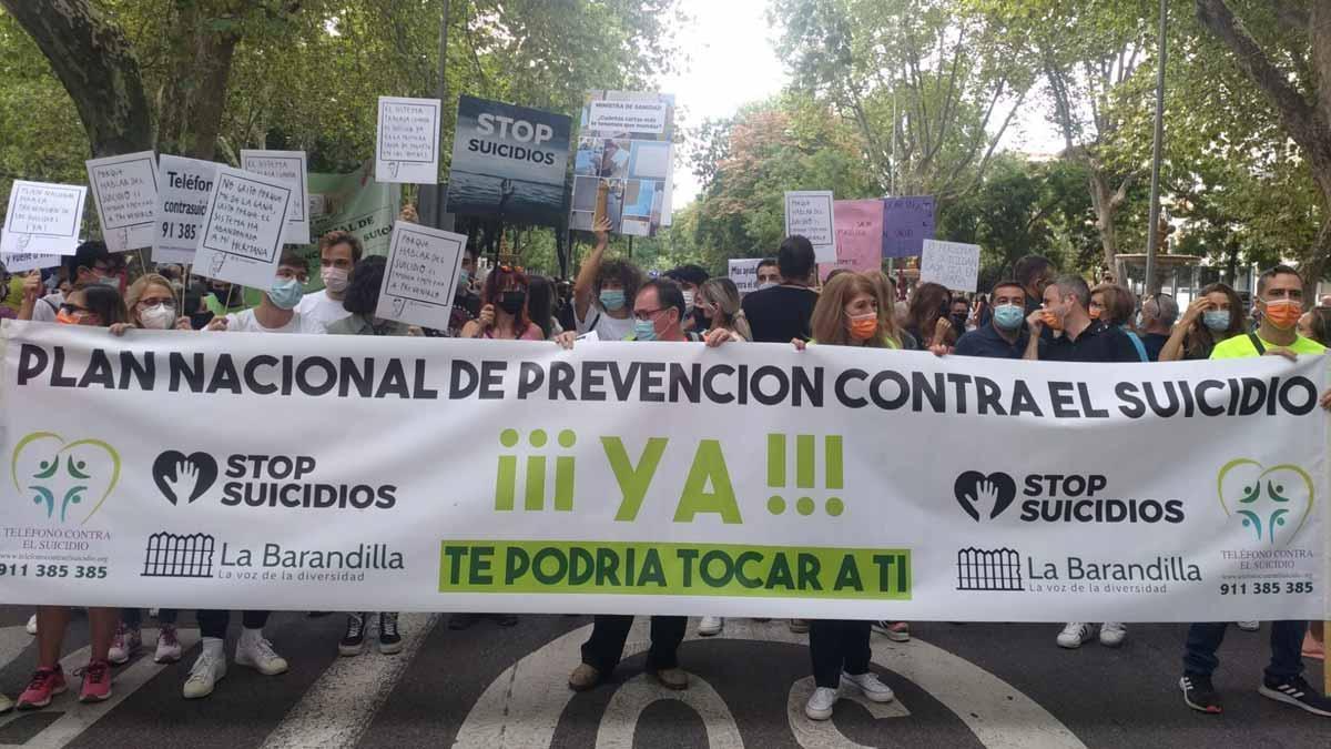 La primera manifestació contra el suïcidi exigeix mesures urgents