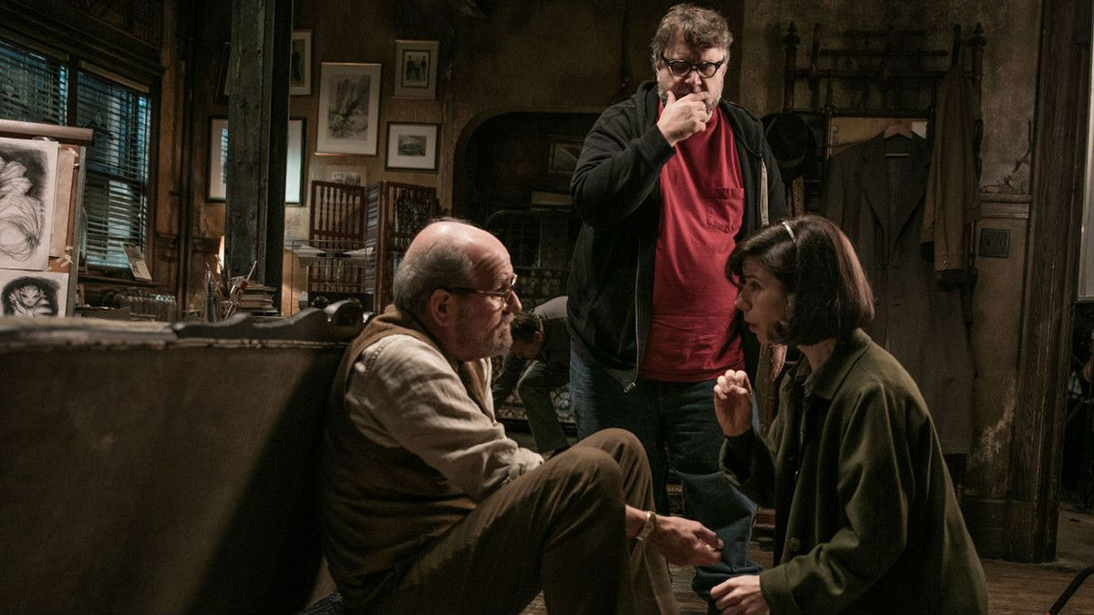 Guillermo del Toro, con Richard Jenkins y Sally Hawkins, en el rodaje de 'La forma del agua'