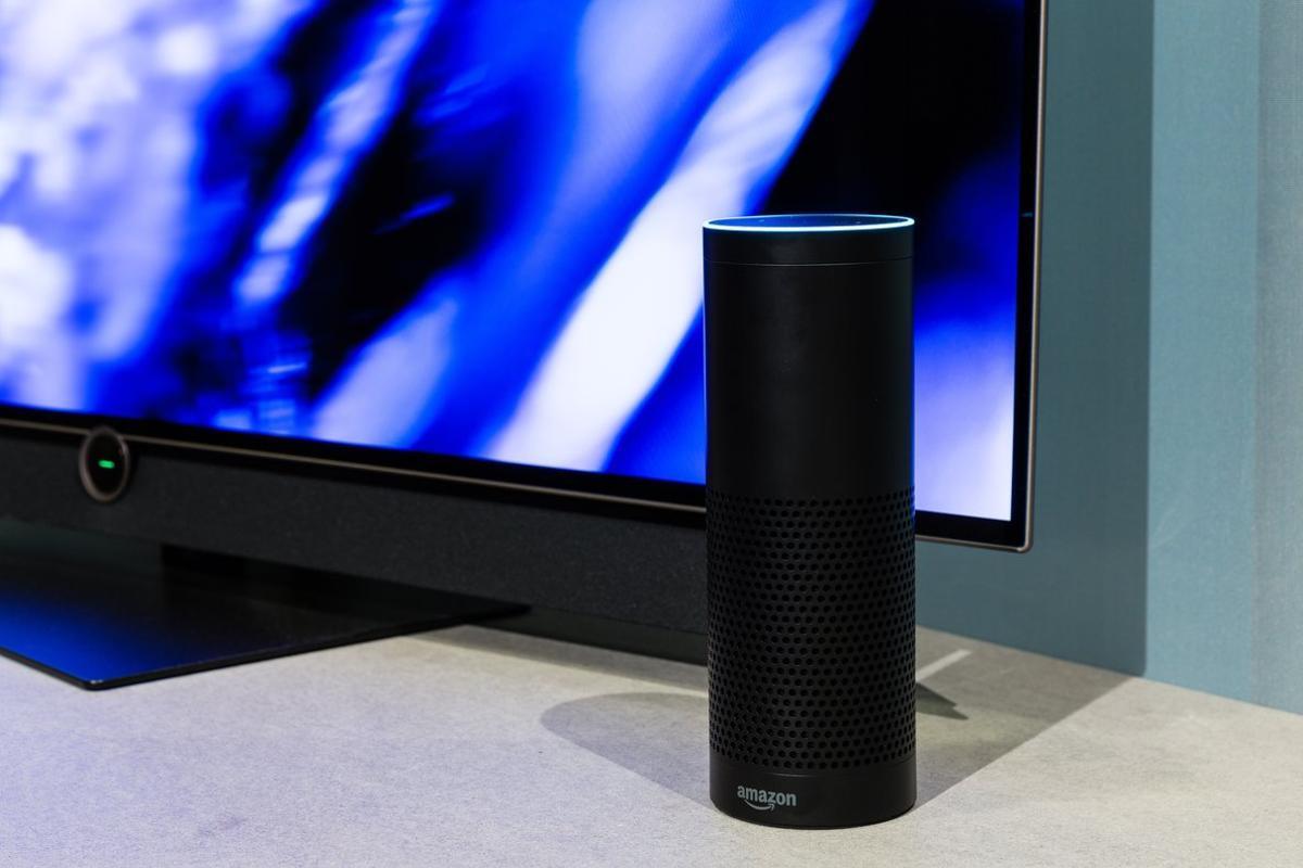 Imagen de un dispositivo de voz, en este caso de Amazon (Alexa)