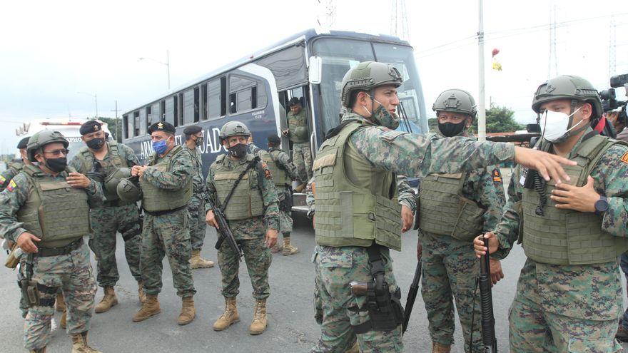Ocho presos fallecen y tres policías salen heridos tras un tiroteo en una prisión ecuatoriana