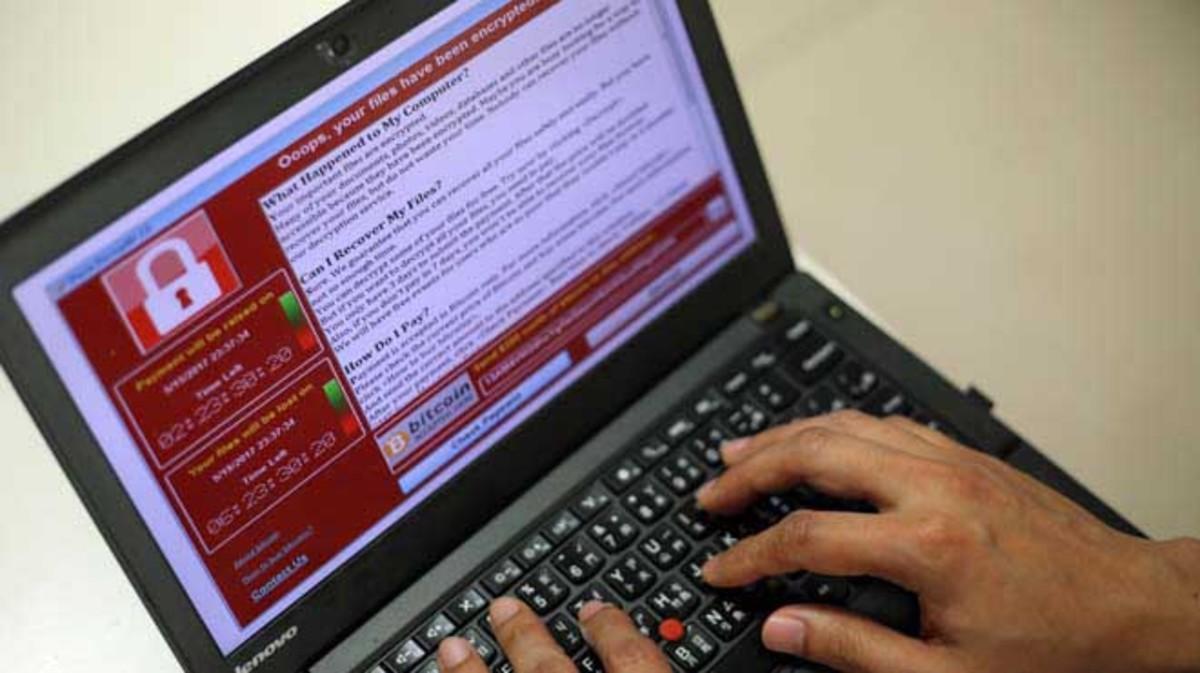 Un programador muestra un ejemplo deataque 'ransomware'.