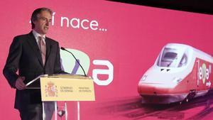El ministro de Fomento, Íñigo de la Serna, presentado el servicio EVA en la estación de El Prat.