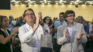 Artur Mas y Carles Puigdemont, en la clausura del congreso fundacional del Partit Demòcrata Català.