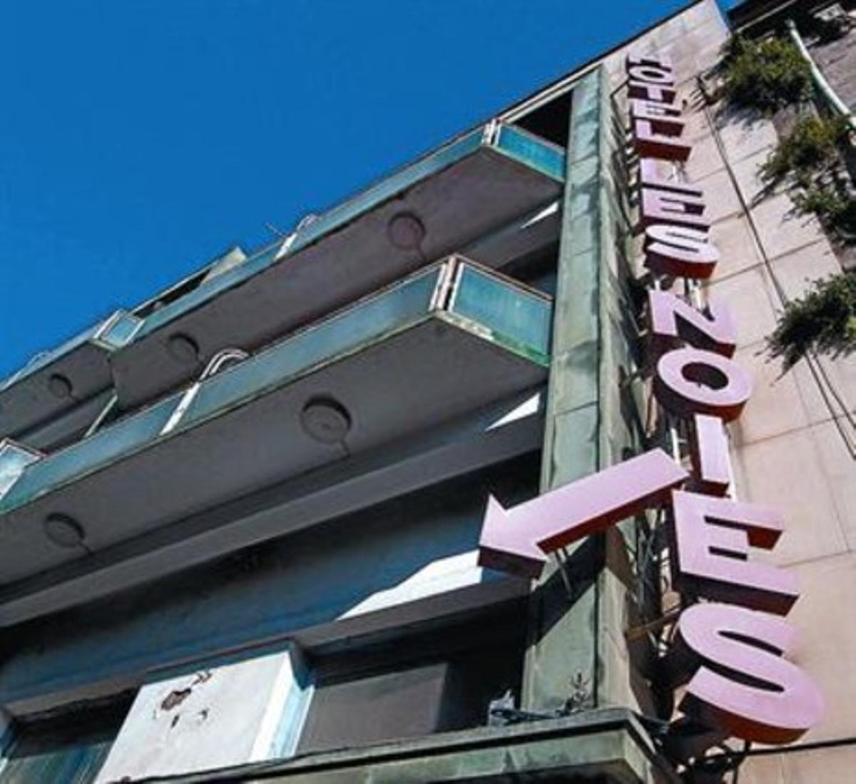 Façana de l'Hotel Les Noies, també propietat dels germans Anlló.