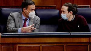 Pedro Sánchez y Pablo Iglesias en la sesión de control al Gobierno.
