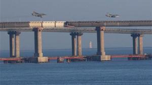 Puente sobre el Estrecho de Kerch, que conecta el mar Negro con el mar de Azov