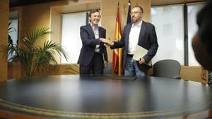 Hernando y Girauta, tras la firma del pacto anticorrupción, el pasado agosto.