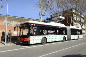 Imagen de archivo de un autobús articulado totalmente eléctrico en Barcelona