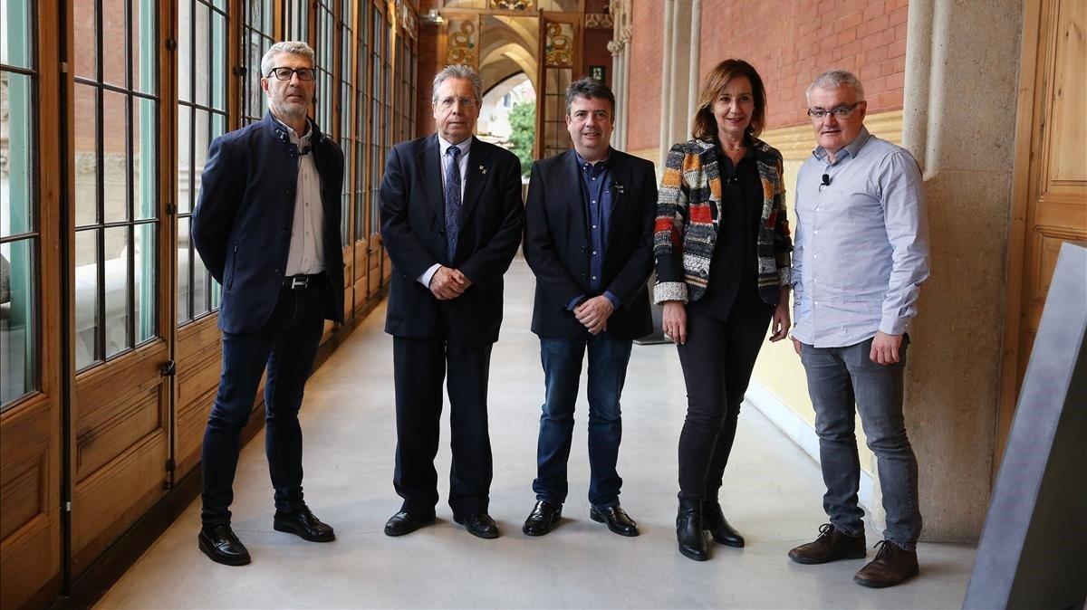 De izquierda a derecha: Àngel Miguel, Joan-Lluís Espinós, Fernando Manzano, Nan Ferreres y Paco Ramos,ponentes del debate sobre la Formación Profesional organizado por EL PERIÓDICO este martes en Barcelona.