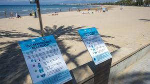 Normas para los bañistas y demás usuarios en una playa de Salou.