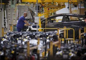 Un operario, en la planta de Ford en Almussafes (Valencia).