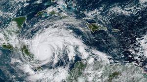 Imagen satelital del huracán Iota sobre Centoamérica.