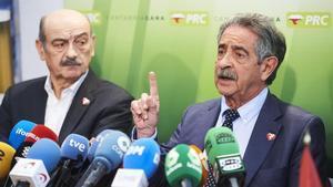 El diputado del PRC en el Congreso, José María Mazón, y el presidente cántabro, Miguel Ángel Revilla, el pasado 7 de enero.