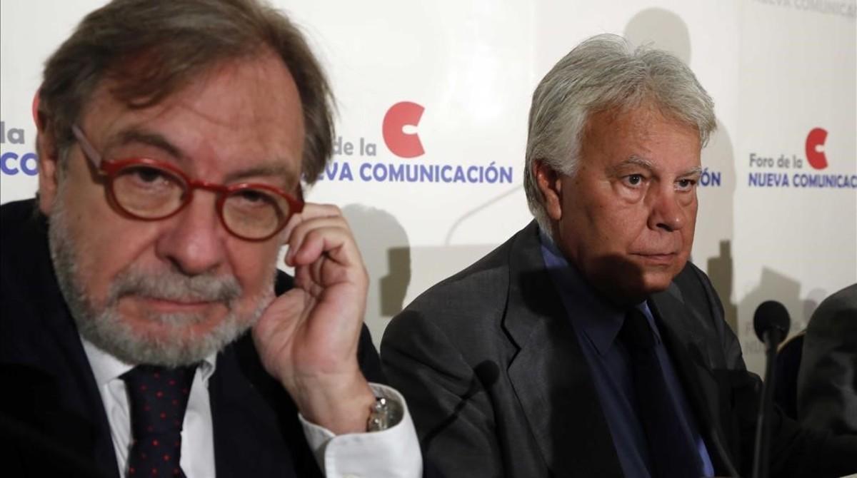 Juan Luis Cebrián y Felipe González, en un acto en Madrid en septiembre del 2013.