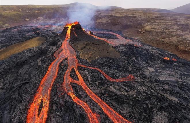 Vista del volcán en la península de Reykjanes