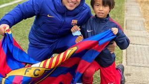Cote Iglesias, junto a uno de los alumnos de la Barça Academy de Yokohama.