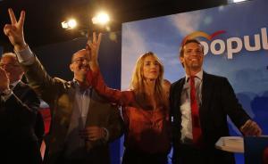 El candidato del PP, Pablo Casado, junto a Cayetana Álvarez de Toledo y Alejandro Fernández en Barcelona.