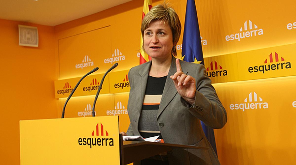 Anna Simó, portavoz de ERC, pide que se investigue a PSC y PPC por ocultar indicios de corrupción.