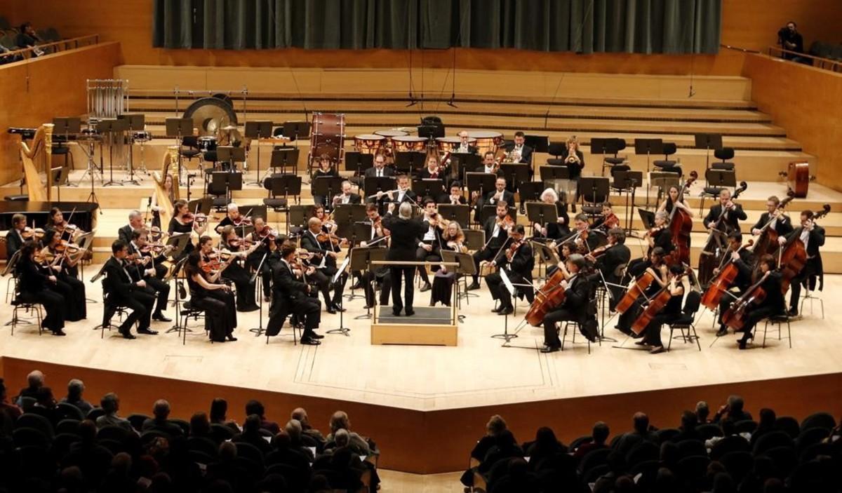 El director Antoni Ros Marbà en su primer concierto este fin de semana con la OBC, el pasado viernes.
