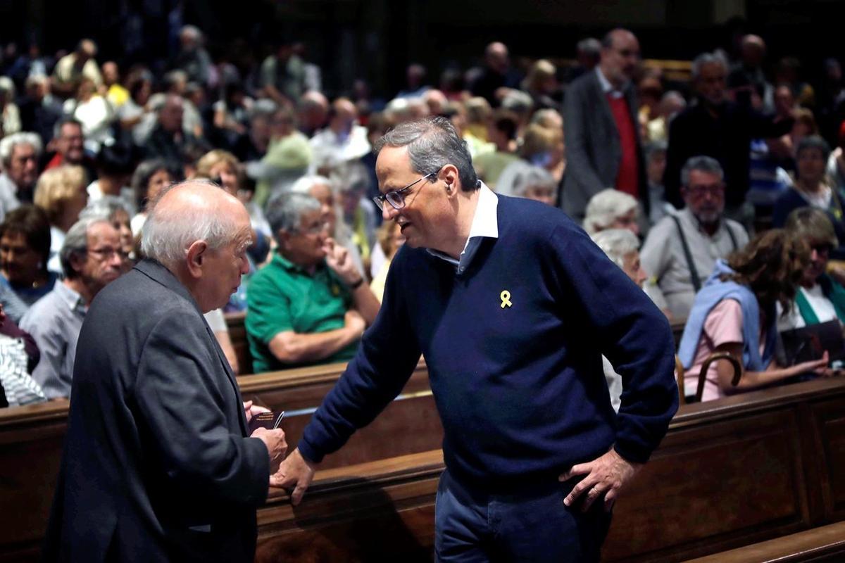 Jordi Pujol habla con Quim Torra en un acto en favor de los presos del 1-O, el pasado octubre en Montserrat.