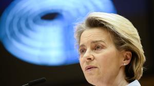 La presidenta de la Comisión Europea, Ursula von der Leyen, durante el debate en la Eurocámara este miércoles.