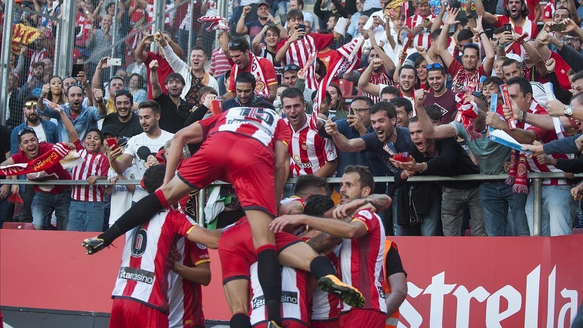 La piña del Girona celebrando el gol de Stuani, el momentáneo 1-1.
