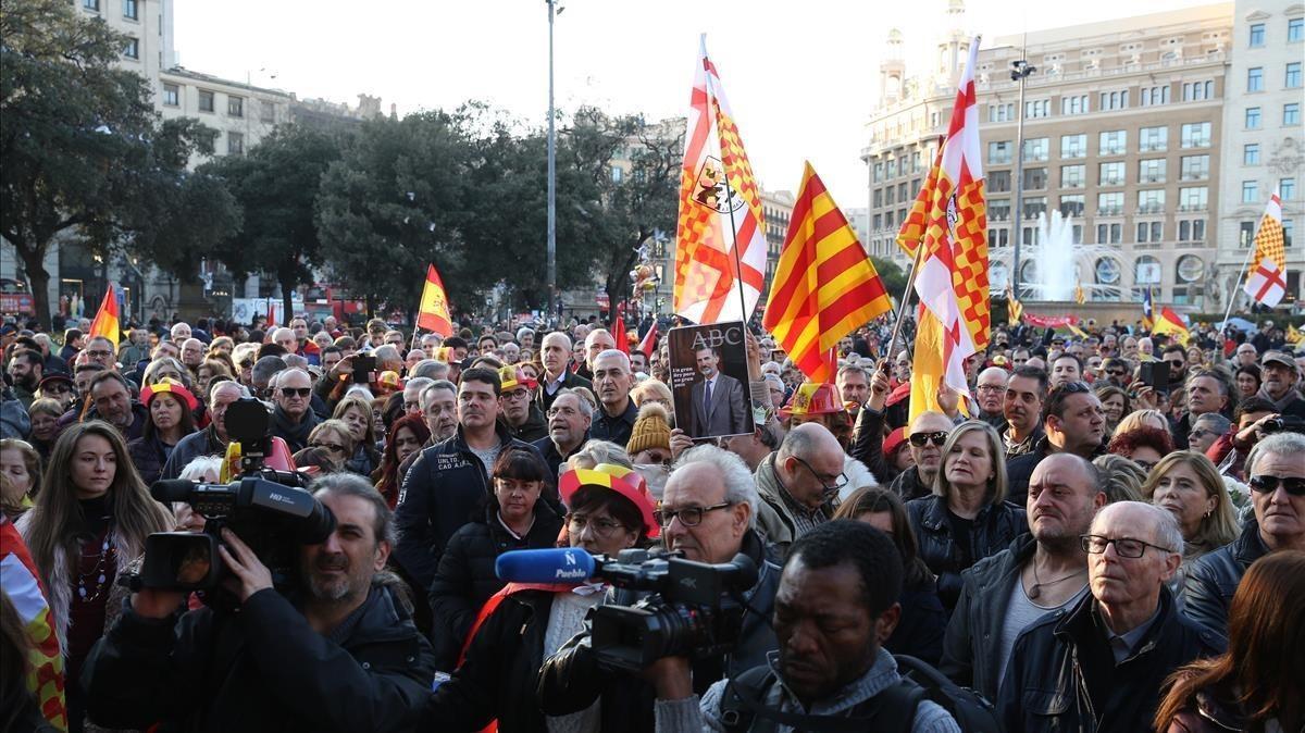 Concentración prounidad de España en la plaza de Catalunya.