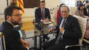 De izquierda a derecha, Pere Aragonès, Pedro Sánchez y Quim Torra, poco antes de comenzar la mesa de diálogo sobre Catalunya, el miércoles en la Moncloa.