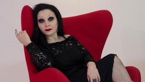 Alaska cumple 57 años. En la imagen, la cantanteposa en el hotel Calderón de Barcelona, en febrero del 2019.