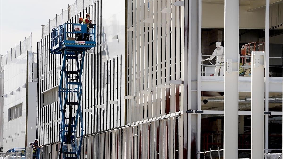 Obras del Hospital de Emergencias contra el covid-19 de Valdebebas.