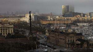 Vista desde Montjuic de la ciudad de Barcelona, hoy martes.