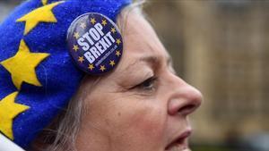 Unamanifestante en contra del 'brexit' protesta ante el Parlamento en Londres este miércoles.