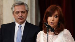 Alberto Fernández y Cristina Fernández de Kirchner, durante su ceremonia de juramento como nuevos presidente y vicepresidenta argentinos, este martes, en Buenos Aires.