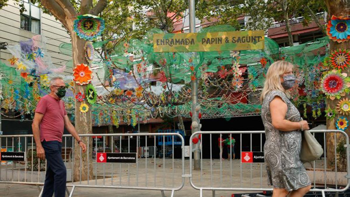 Les festes de Sants premien l'enramat floral de la plaça de Bonet i Muixí