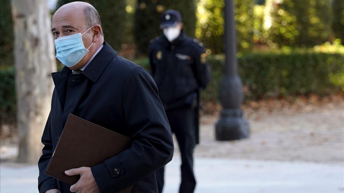 El coronel de la Guardia Civil Diego Pérez de los Cobos llega a la Audiencia Nacional para declarar por la operación Kitchen, en noviembre del año pasado.