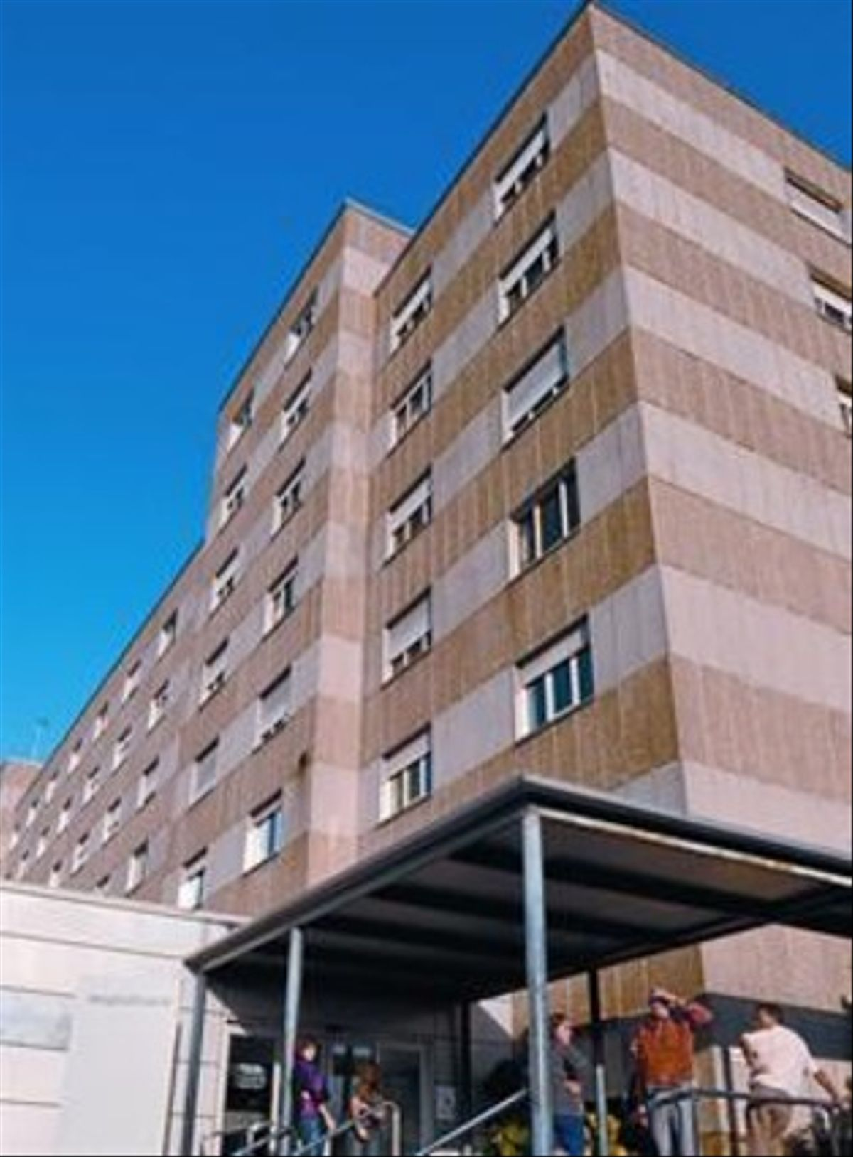Entrada del Hospital General de Granollers, ayer.
