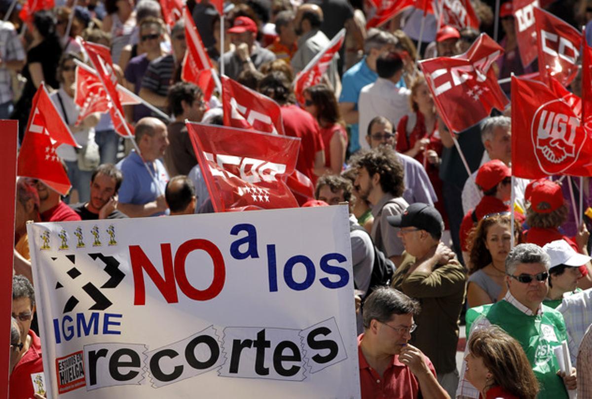 Protesta de funcionarios contra los recortes ante el Ministerio de Economía, el pasado 8 de junio en Madrid.