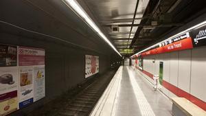 La estación de metro de Arc de Triomf, vacía.