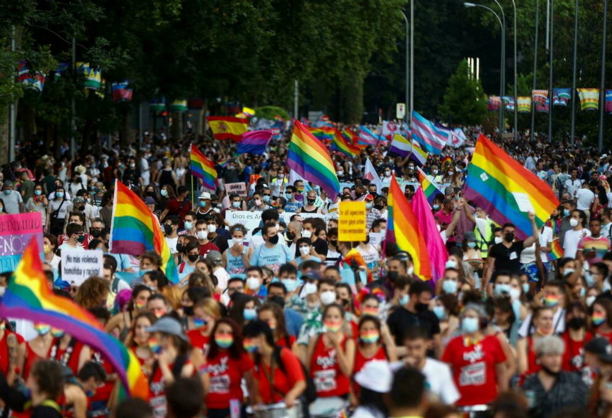 """Interior avisa de que hay grupos que van """"de cacería"""" para agredir al colectivo LGTBI"""
