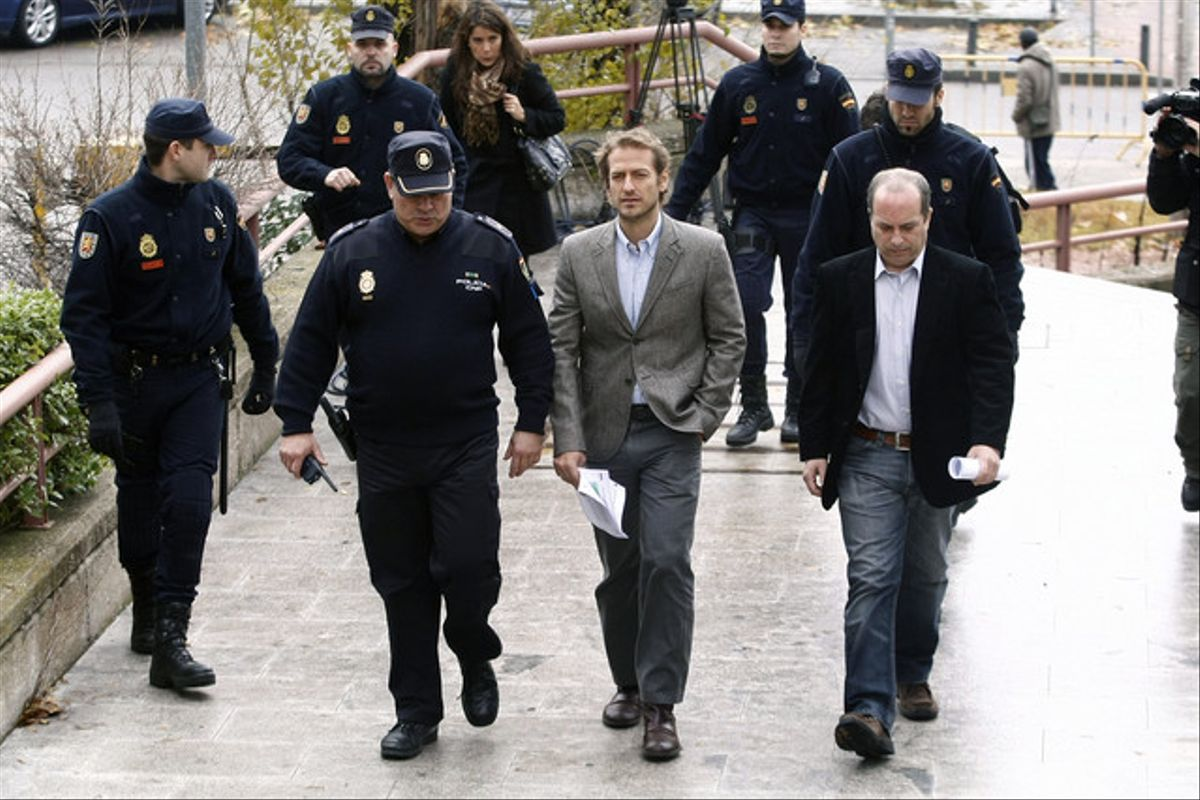 Los portavoces de los controladores, Cesar Cabo y Daniel Zamit, ante la Audiencia Provincial de Madrid.