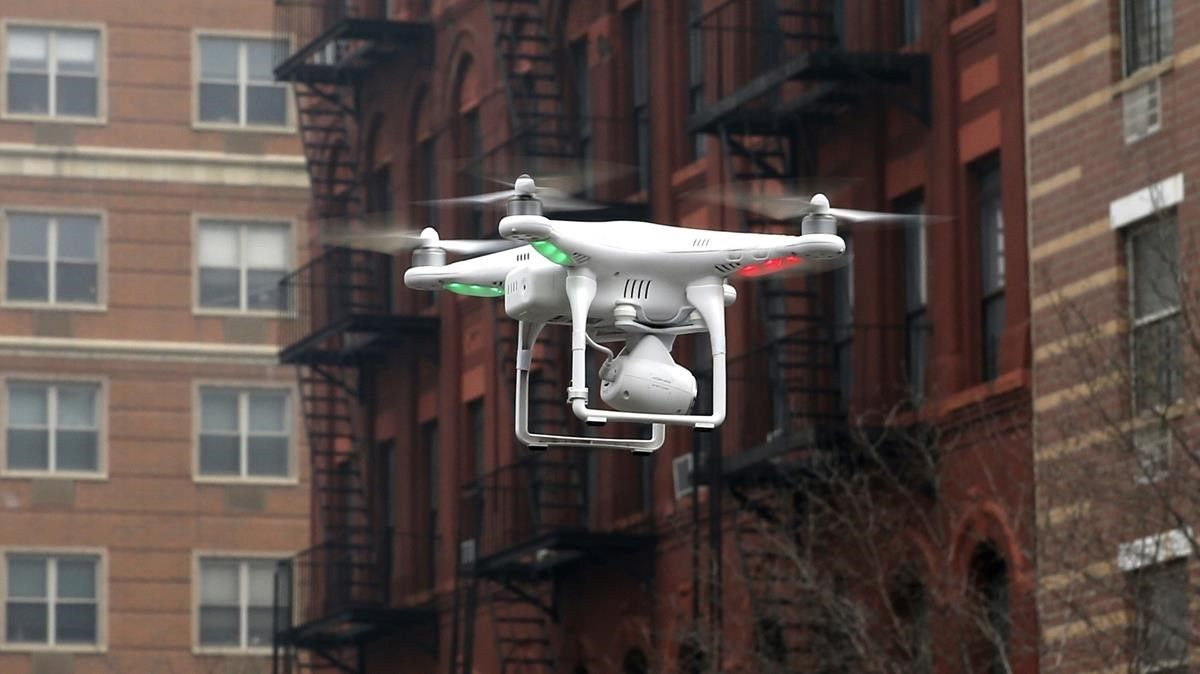 Un dron tomando imágenes tras la explosión de un edificio en el East Harlem de Nueva York.
