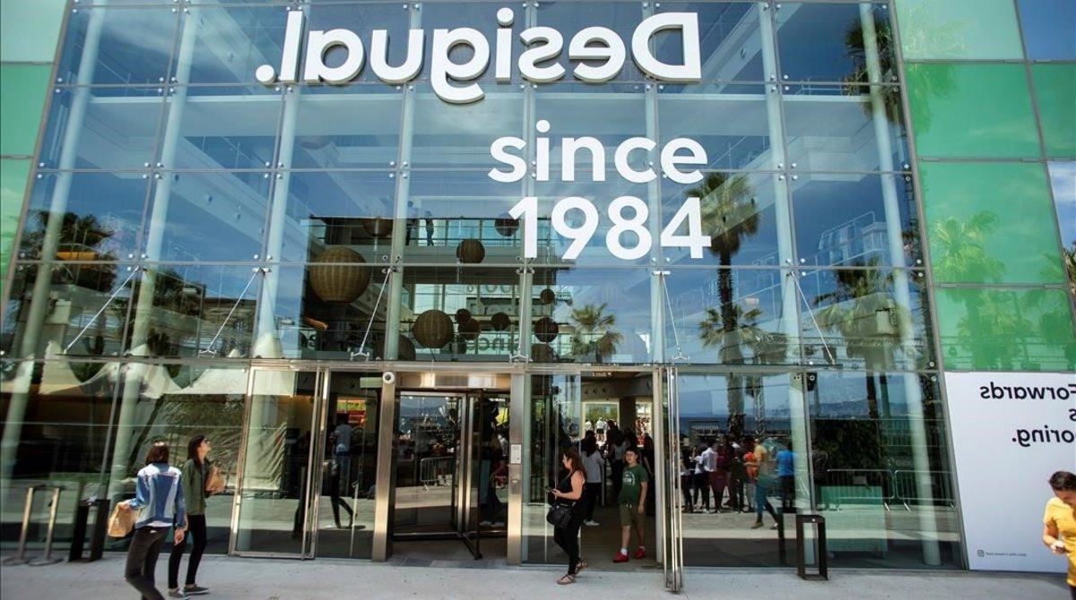 La sede de Desigual en Barcelona con el nuevo logo.