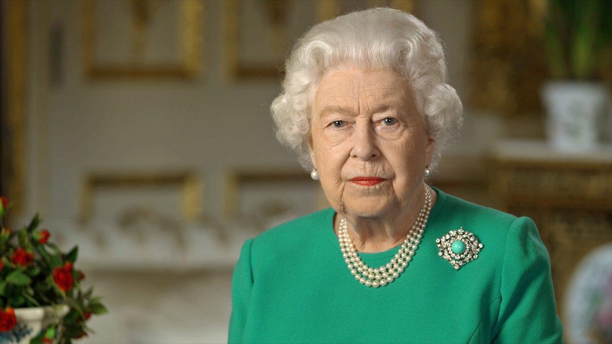 """Isabel II pide a los británicos """"autodisciplina"""" para confrontar el co"""