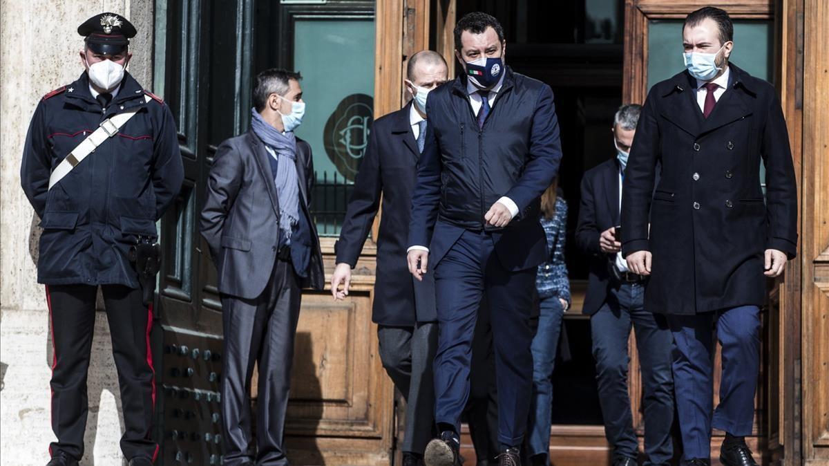 Matteo Salvini, líder de la Liga, (en el centro), a la salida de su encuentro con el Mario Draghi, en Roma.