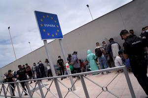 Cola en la frontera de Ceuta con Marruecos, este jueves.