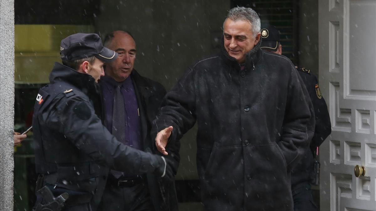 El comisario Manel Castellví, saliendodel Tribunal Supremo en febrero del 2018.
