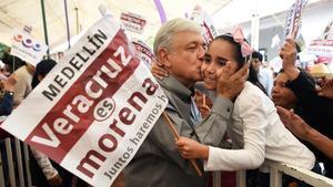 El candidato del partido Morena a las presidenciales de México,Andrés Manuel López Obrador, en un acto político en la localidad de Medellín, a las afueras de la ciudad de Veracruz.