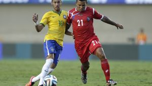 FILE - In this Tuesday, June 3, 2014, file photo, Brazil's Neymar, left, fights for the ball with Panama's Amilcar Henriquez during a friendly soccer match at the Serra Dourada stadium in Goiania, Brazil. Police in Panama said Henriquez was shot dead while leaving his home on Saturday, April 15, 2017. (AP Photo/Andre Penner, File)